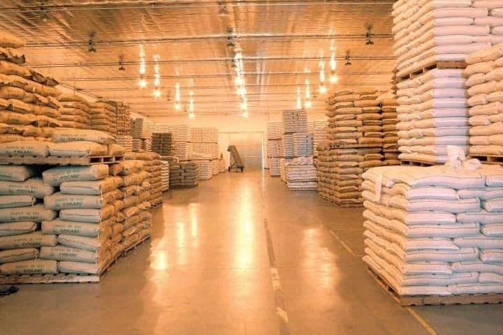 foto de armazenamento de sementes em sacos de papel