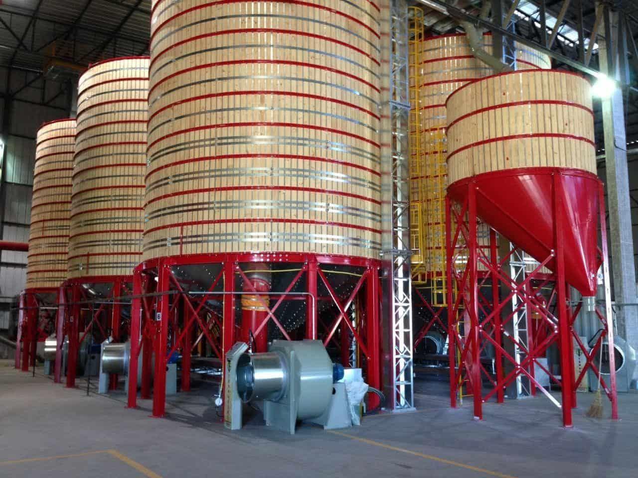 Silos de madeira utilizados no armazenamento de sementes